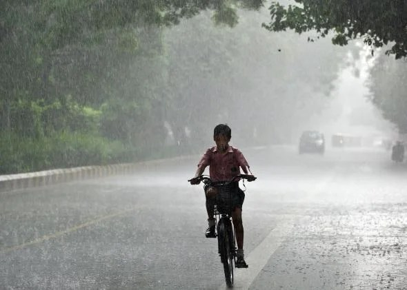 बिमारियों को साथ लेकर आता है बारिश का मौसम, ऐसे रखें खुद का ख्याल