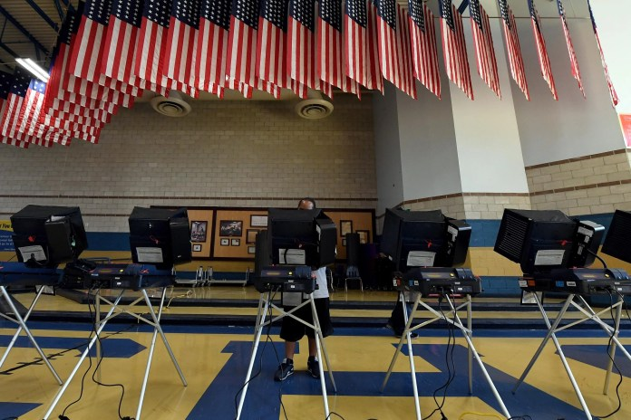 NORTH LAS VEGAS, NV - NOVEMBER 08:  A voter casts a ballot at a voting machine at a polling station at Cheyenne High School on Election Day on November 8, 2016 in North Las Vegas, Nevada. Americans across the nation are picking their choice for the next president of the United States.  (Photo by Ethan Miller/Getty Images)