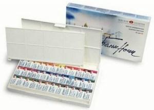 Set de acuarelas White Nights Watercolour abierta mostrando las pastillas, una paleta y la caja detrás