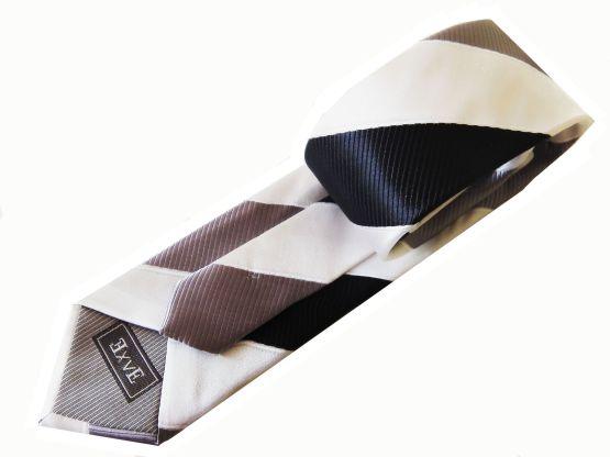 Corbata a rayas blancas y grises