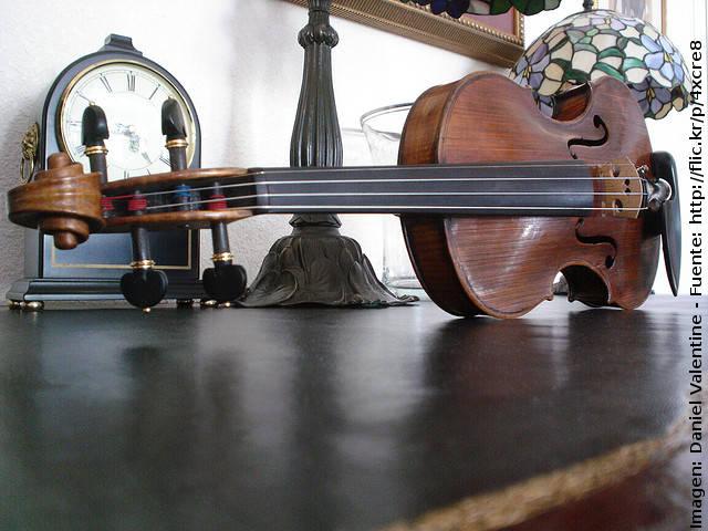 Escribir anuncios clasificados eficaces para vender un violín de segunda mano