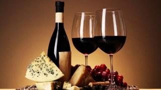 E não deixe de apreciar o sabor da França com um pouco de queijo e vinho!
