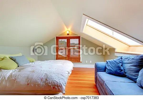 Stock Fotos van zoldertjes slaapkamer laag plafond