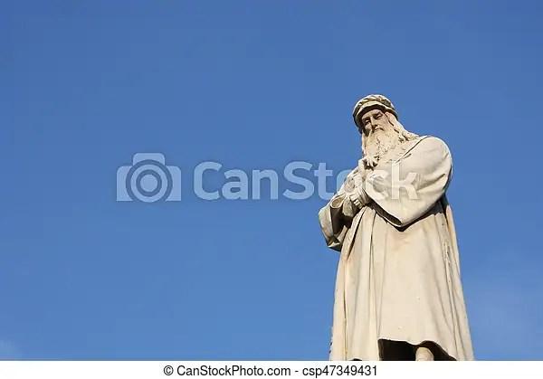 statue of leonardo da