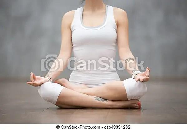Hermoso Ardha Yoga Postura Padmasana Hermoso Postura