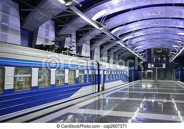 火車站, 地下鐵道. | CanStock