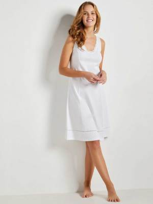 Fond de robe uni blanc