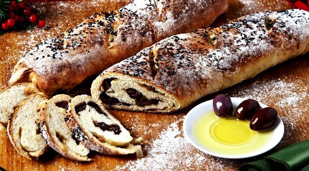 Pão recheado com azeitonas e cebola caramelizadas