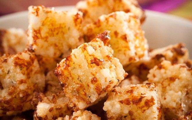 cubinhos de tapioca com queijo coalho