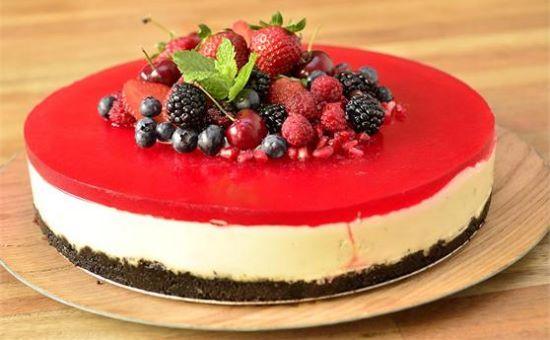 Cheesecake de limão com frutas vermelhas