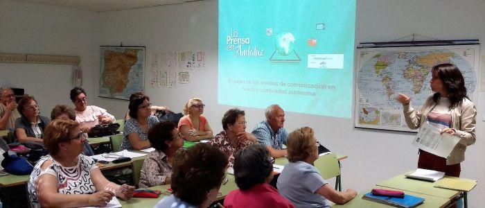 Taller de alfabetización mediática en personas mayores La Prensa en Andaluz