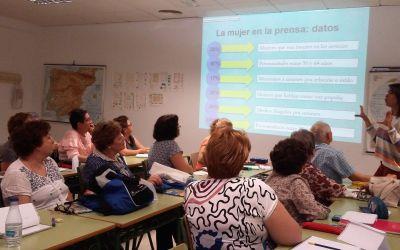 Inaugurando los talleres de La Prensa en Andaluz con entusiasmo