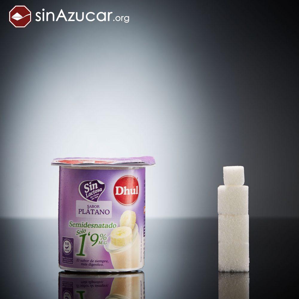 Un yogur sin lactosa de la marca Dhul (120g) tiene 13,6g de azúcar, equivalente a 3,4 terrones.