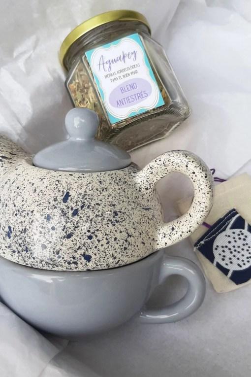 set de té para uno con monotetera, blend de hierbas e infusor reutilizable