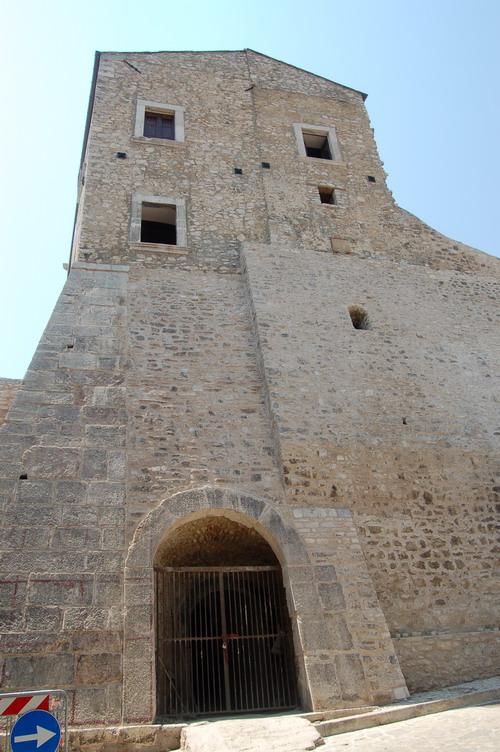 castello di taurasi, facciata nord