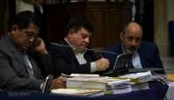 Abogado García, Esteelmer Reyes Girón al centro y el abogado Moisés Galindo.