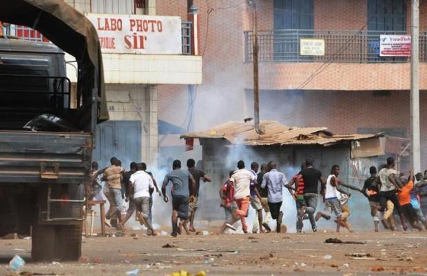 Deux morts et des blessés lors d ' affrontements autour d ' un lieu de culte en Guinée