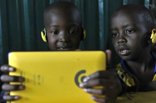 Des élèves dans une école de Kawangare, à Nairobi le 16 octobre 2015   AFP/Archives   SIMON MAINA -