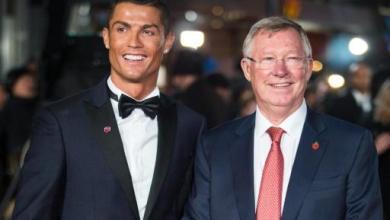 Cristiano Ronaldo (g) pose avec l'ancien manager de Manchester United Sir Alex Ferguson pour la première du documentaire sur sa vie, le 9 novembre 2015 à Londres