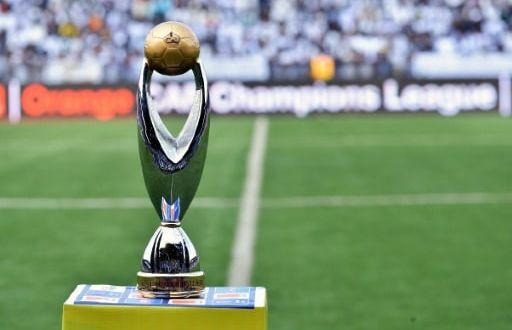 Le trophée du la Ligue des champions d'Afrique, le 8 novembre 2015 à Lubumbashi avant le match TP Mazembe - USM Alger | AFP/Archives | JUNIOR KANNAH