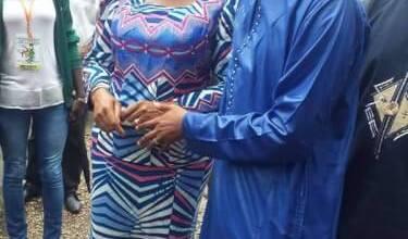 L'épouse du chef de file de l'opposition en compagnie du Ministre Siaka Barry