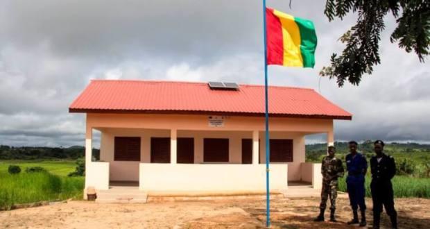 Poste de contrôle transfrontalier entre la Guinée et le Libéria, à Guéckédou