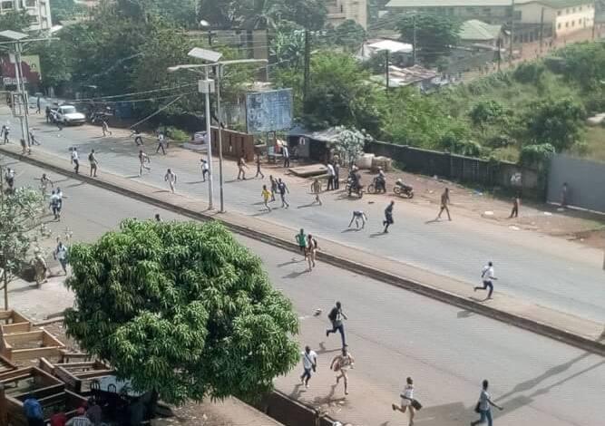 Les forces de l'ordre viennent de disperser les élèves à coups de gaz lacrymogène mais le mouvement continue.