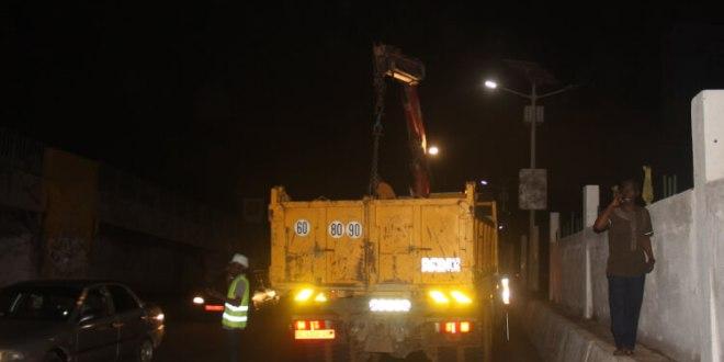 Les travaux de réparation de la passerelle de Gbessia ont effectivement débuté cette nuit.