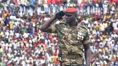 Le Major Mamadi Doumbouya, commandant de l'unité des forces spéciales des forces armées guinéennes (GAF)