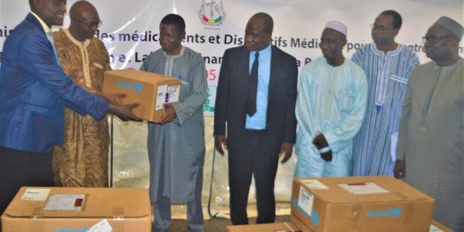 Conakry - remise ce vendredi de médicaments et de dispositifs médicaux pour 106 centres de santé dans les régions de Labé et de Faranah