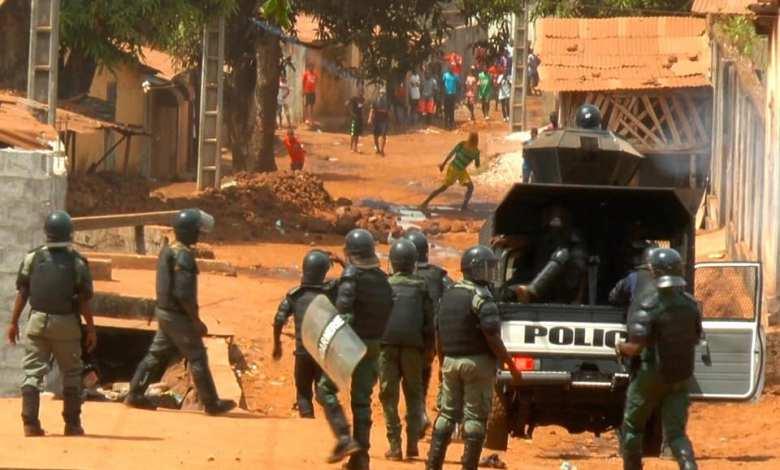 la gendarmerie repriment des manifestants en Guinée