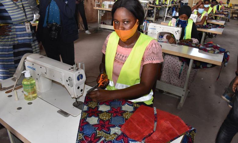 Jeune couturière guinéenne