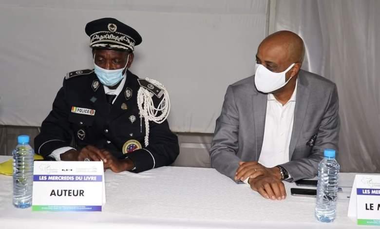 """""""Le management opérationnel des techniques de commandement"""" c'est le titre de l'ouvrage dédicacé mercredi 10 mars 2021 par le commissaire divisionnaire de la police Hassane Keita."""
