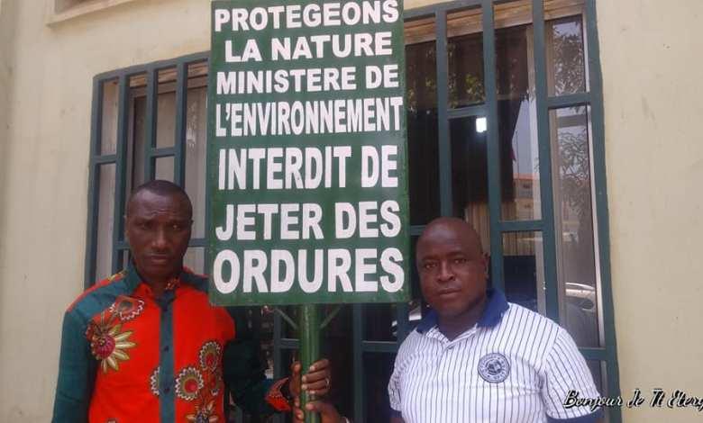 REMISE DE PANNEAUX EDUCATIFS AU MINISTERE DE L'ENVIRONNEMENT DES EAUX ET FORETS