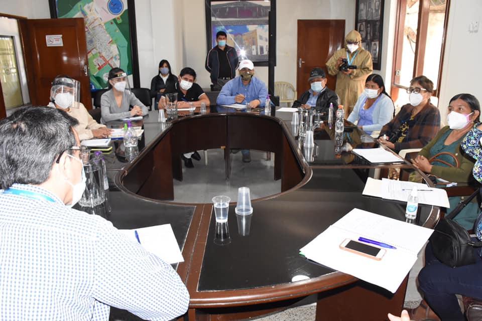 Concejales se reúnen con representantes de Entel