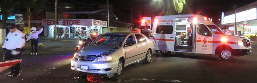 accidente sevilla ingacio sandoval - Accidente vial en avenidas Felipe Sevilla e Ignacio Sandoval, en Colima - #Noticias