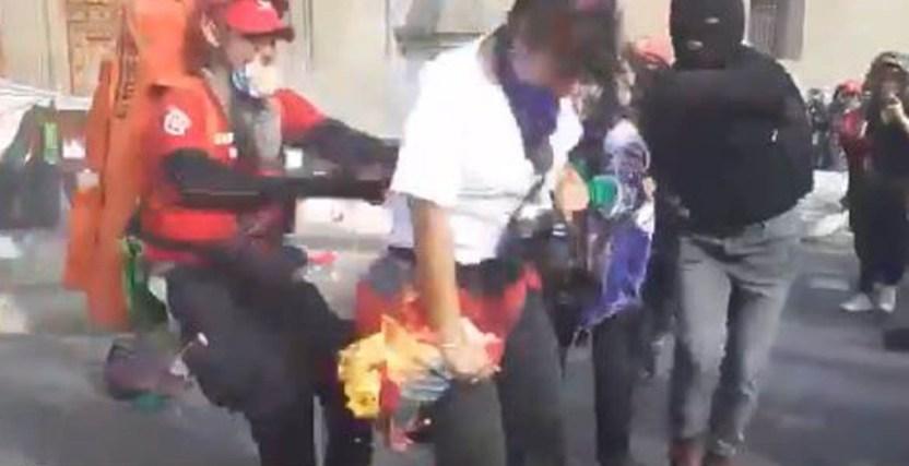 FOTOGRAFA - Queman con bomba molotov a fotógrafa - #Noticias