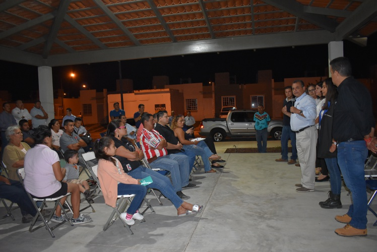 Felipe Cruz con colonos - Felipe Cruz se reúne con ciudadanos de Vista Volcanes y Colonias Vecinas - #Noticias