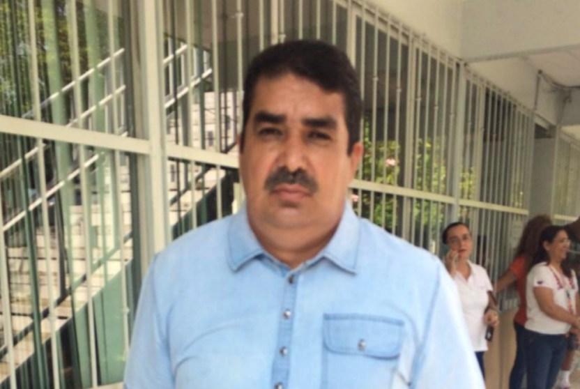 Felipe de Jesús Hernández  - Padres de Familia de la Enrique Corona acusan que diputadas violentan y utilizan la situación como 'grilla' política - #Noticias
