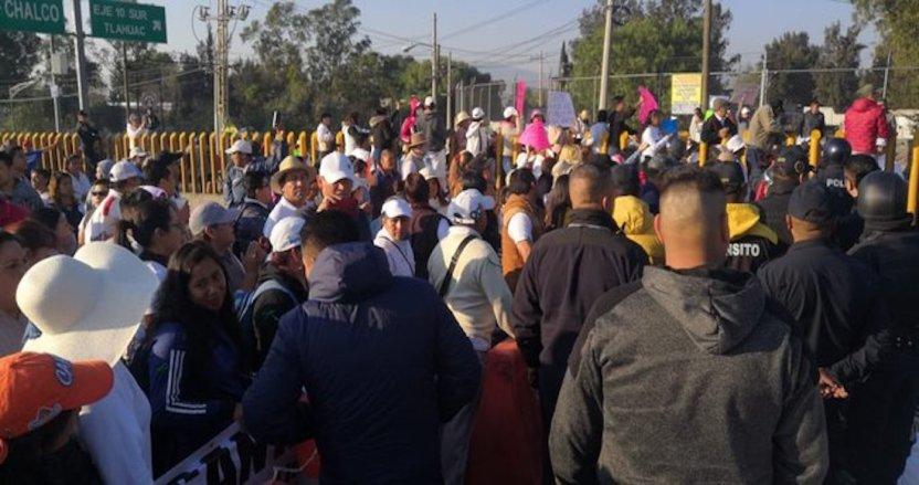manifestantes tlahuac - Manifestantes y elementos de la SSC-CdMx se enfrentan por bloqueo en la autopista México-Puebla