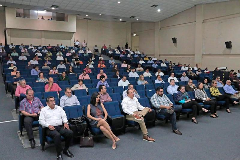 reuniontrabajo - Rector informa a sus directivos las medidas para abordar la llegada del COVID-19