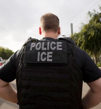 ice contagios migrantes - Autoridades estadounidenses advierten aumento de contagios entre migrantes por COVID-19