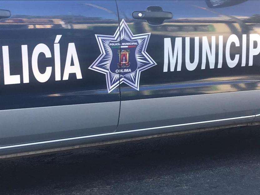policia municipal colima feb - Con lujo de violencia dos sujetos con cubre bocas asaltan a una tienda de abarrotes en Tecomán