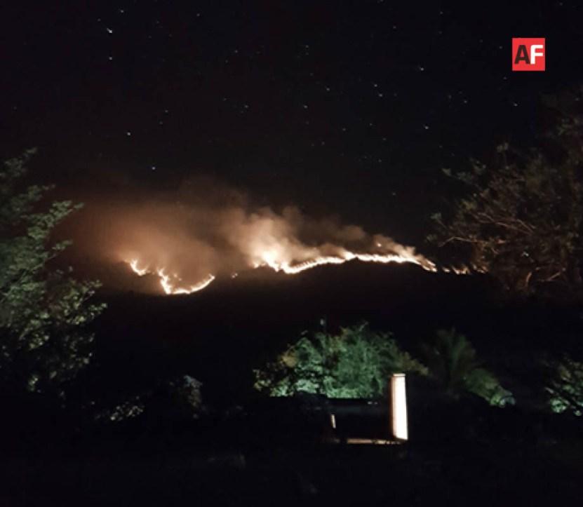 AFmedios Incendio Coahuayana 2 - Habitantes de Coahuayana y Aquila piden ayuda por incendio en cerro