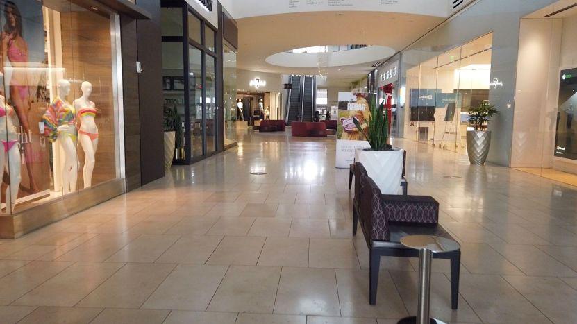 centro comercial vacio.jpgquality80stripall - Los centros comerciales reabren en Miami, pero continúan vacíos por temor a contagios