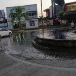 fuga fuente sanfrancisco 02 - LectorAF reporta tiradero de agua en fuente de Jardín San Francisco, en Colima