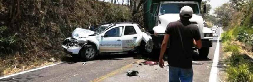 tonila - Se registra accidente vehicular en la carretera libre Tonila-Colima