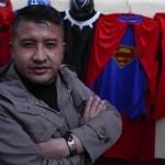ap20165539143904 - FOTOS: Jorge Villarroel, el profesor que da clases vestido de superhéroe en Bolivia ante la COVID-19