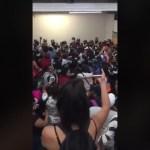 Pelea en el metro Pino suarez - Olvidan sana distancia: riñen policías y vagoneros en el metro Pino Suárez (Video)