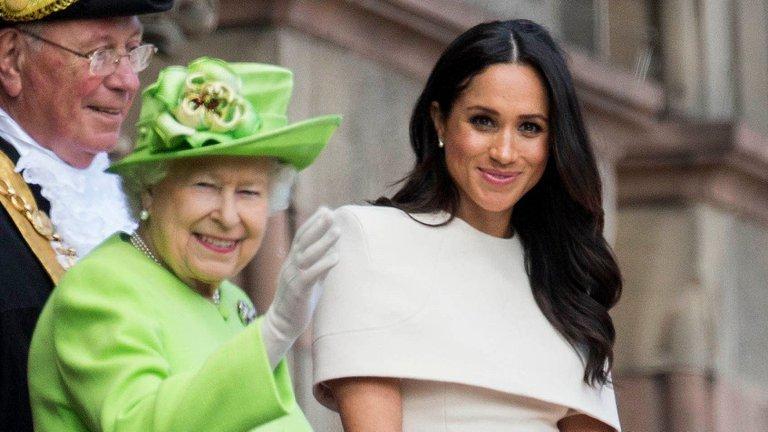Reina Isabel II con Meghan Markle - Furia en Buckingham por la traición de Meghan Markle a la reina Isabel II